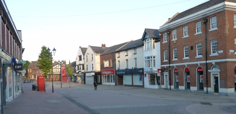 IMPROVEMENTS TO TOWN CENTRE ENCOURAGED